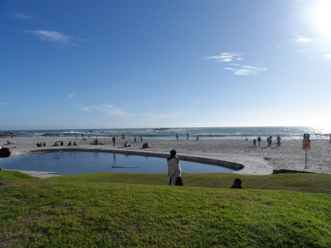 Beautiful. The ocean and a public pool at Sea Point. Too pretty.