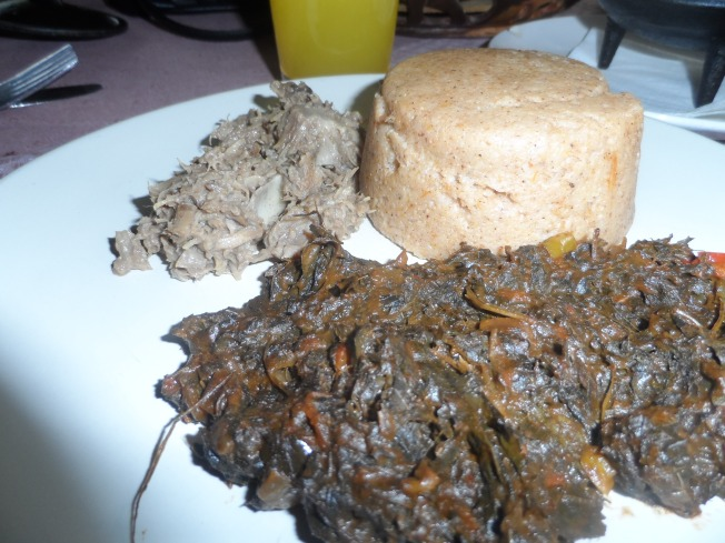 The food!! On the foreground is the dried vegetables, in the middle is the sorghum ugali and in the background is the pounded meat. NYUUUUM!!!!