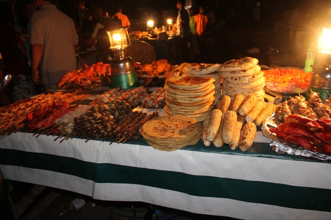 One of the vendors goodies at the Forodhani gardens. Every evening in Stonetown gets me salivating....all that sea food. Woi!